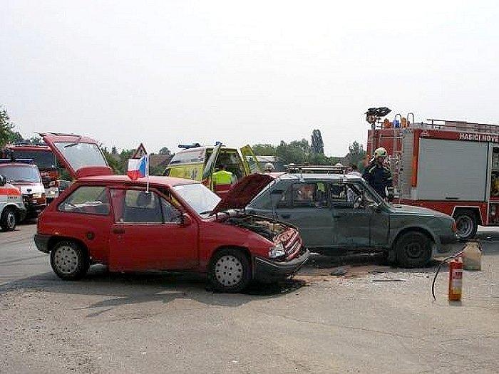 Jednotky hasičů vyjely ve středu 11. června odpoledne k likvidaci následků dopravní nehody dvou osobních automobilů v této obci na Českoskalicku. Také při této nehodě byly tři osoby zraněny.