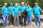 Část členů Českého svazu chovatelů v Náchodě včetně předsedy základní organizace Pavla Schneidera (třetí zleva) a předsedy OV ČSCH Zdeňka Macháně (pátý zleva).