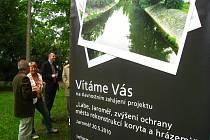 V Jaroměři probíhá výstavba protipovodňových opatření.
