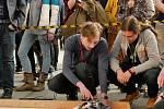 Miroslav Jarý (vlevo) a Jan Máslo (vpravo) se svým robotem PuckRaptor Mk.III.