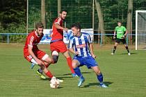 Třetiligoví fotbalisté Převýšova (v červeném) přehráli divizního nováčka z Náchoda v poměru 3:2.