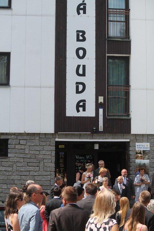 U hotelu Černá Bouda se ze slečny Černé stala paní Bouda.