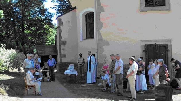 Součástí odhalení pomníčku hostinského Klimeše Zejdla bylo čtení vybraného textu z Jiráskovy kroniky známým ochotníkem Jiřím Kubinou, historický kontext postavy účastníkům v poutavém příspěvku přiblížil prof. Aleš Fetters.