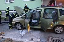 Za požár auta zřejmě mohla kuna.