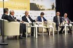 Na první společné debatě se v pondělí 6. listopadu sešlo pět prezidentských kandidátů. V broumovském klášteře spolu diskutovali na téma Vize vzdělanosti prezidentští kandidáti Jiří Drahoš, Pavel Fischer, Marek Hilšer, Michal Horáček a Vratislav Kulhánek.