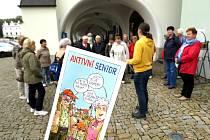 Nový propagační materiál Nového Města nad Metují s názvem Aktivní senior nabízí výlety pro dědečky a babičky na cestách.