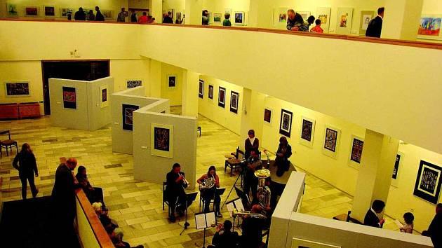 Galerie výtvarného umění (na snímku) do 23. listopadu nabízí návštěvníkům ke zhlédnutí práce účastníků výtvarné soutěže Tady jsem doma!
