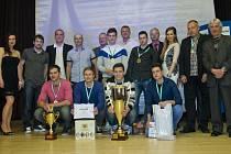 HLAVNÍ cenu si ze slavnostního večera odvezli hráči Prostu, kteří se stali vítězi 8. ročníku Prost Fain Ligy firem.