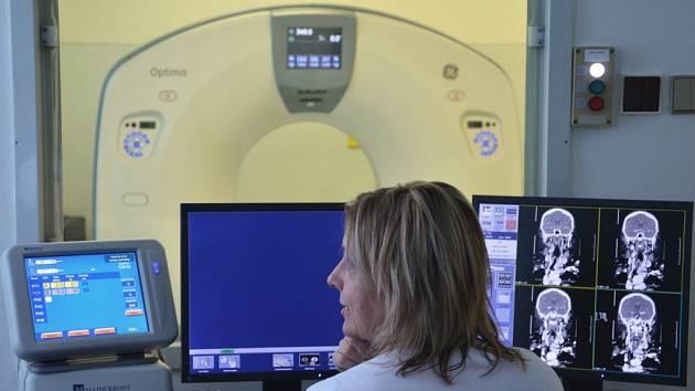 NOVÝ POČÍTAČOVÝ TOMOGRAF (CT) nahradil předchozí přístroj, který byl v provozu téměř deset let a už přestal vyhovovat současným požadavkům na vyšetření.