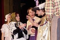 Ženich pro čertici, to je představení českoskalický divadelníků, které zahájí letošní divadelní festival v Červeném Kostelci.