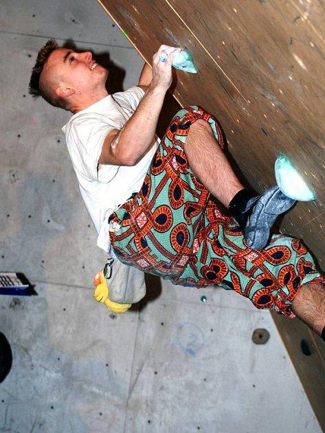 Do hronovského domu dětí a mládeže si na lezecké závody našli cestu nejen dospělí, ale také děti.