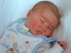MAREK KLEMM se narodil šťastným rodičům Romaně a Michalovi z Náchoda. Jeho míry byly 3530 gramů a 50 centimetrů. Doma má dvouletou sestřičku Karolínku.
