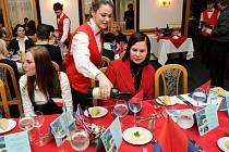 Třítýdenní stáž studenti zakončili Anglickým večerem.