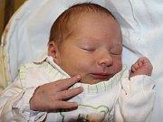 ONDŘEJ BUREŠ potěšil svým příchodem na svět rodiče Helenu Burešovou a Ondřeje Pohla z Broumova. Narodil se 10. prosince 2016 v 11.02 hodin, vážil 3300 gramů a měřil 49 cm.