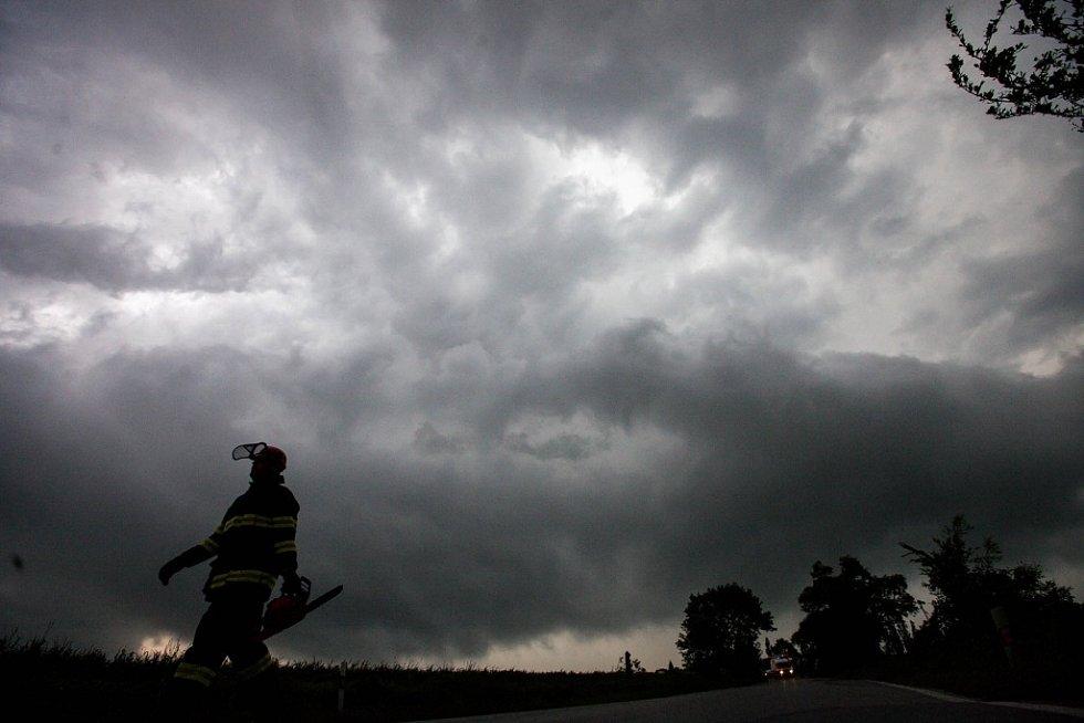 Východní Čechy 24.května odpoledne zasáhl prudký vítr a bouřky.