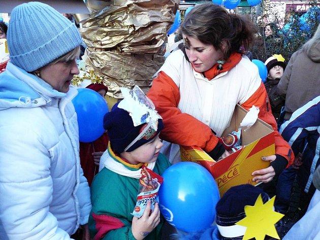 Vypouštění balónků v Náchodě.