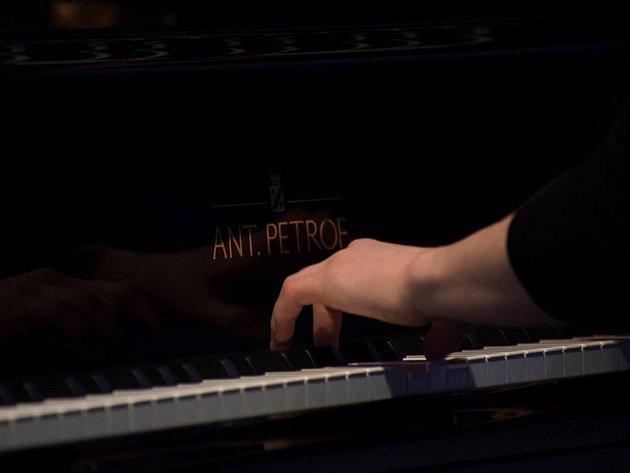 V BROUMOVĚ soutěžili mladí klavíristé.
