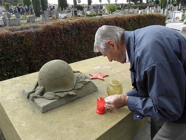 Pietní akt v České Skalici u příležitosti 65. výročí ukončení II. světové války.