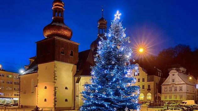 Rozsvícení vánočního stromu v Náchodě můžete vidět on-line.