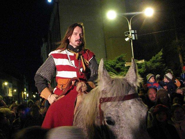 O Martinských slavnostech přijel do Náchoda Martin na bílém koni.