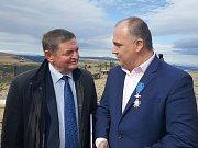 JAN BIRKE převzal v úterý na Sněžce polské státní vyznamenání Kříž Kawalerski.