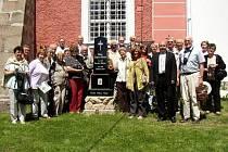 Skupinu Chilanů v Božanově přijal starosta Karel Rejchrt (druhý zprava v první řadě).