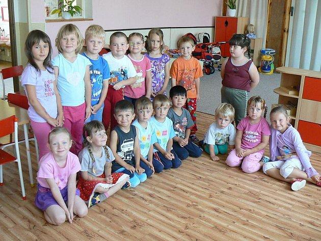Mateřská škola v Polici nad Metují, ve Fučíkově ulici, má novou podlahovou krytinu ve třídě Berušek.