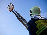 Dobrovolní hasiči z Nového Města nad Metují společně s profesionálními hasiči z Náchoda vyjížděli k otevření bytu.