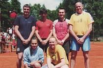 Turnaji smíšených družstev ve volejbale dominovali hráči a hráčky týmu Hronováčku.