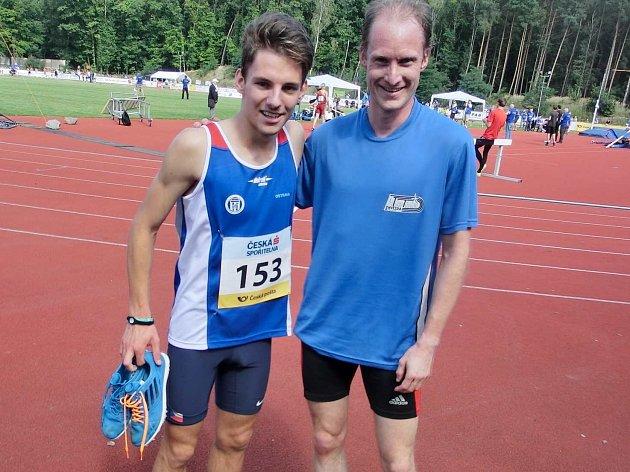 Jiří Vondřejc (vpravo) s vítězem osmistovky Janem Frišem.