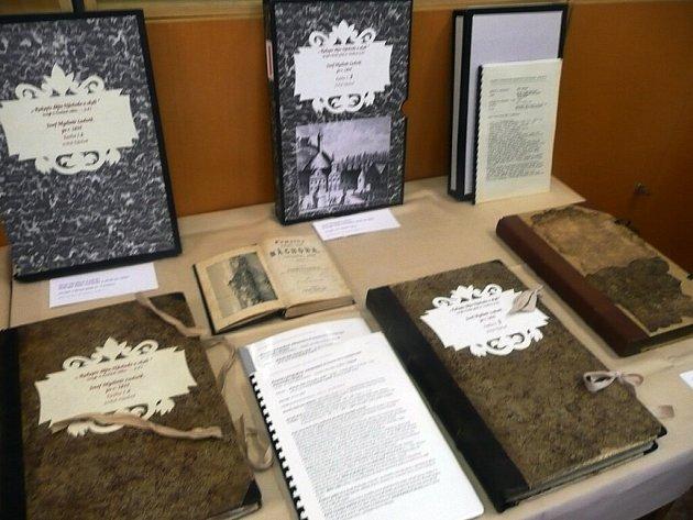 VZÁCNÉ TISKY archiváři ukazovali návštěvníkům.