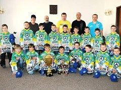 Na radnici ocenili úspěchy mladých hokejistů.