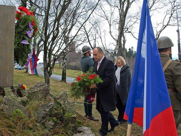 Pietní akcí na Dobrošově společně uctili v rámci Dne válečných veteránů památku obětí válečných konfliktů