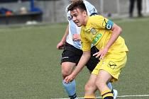 NOVOMĚSTSKÝ Antonín Valášek dává první gól svého mužstva v utkání s Vrchlabím.