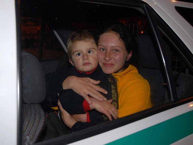 Ztraceného chlapce má maminka nakonec zpátky.