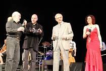 KŘEST DESKY se konal za účasti Miloně Čepelky (druhý zprava).