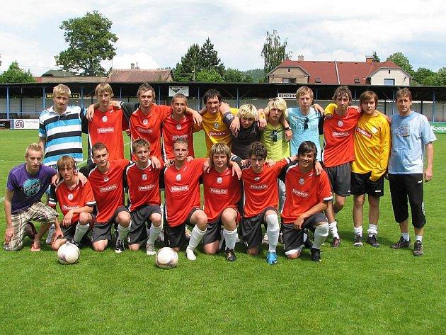 Náchodský fotbalový oddíl šel do sezony se dvěma hlavními cíli. Prvním bylo udržet A–tým v Divizi a tím druhým návrat dorosteneckých mužstev právě do Divize. Oba cíle se podařilo splnit, v Náchodě tak po sezoně 2009–2010 může převládat spokojenost.