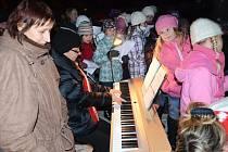V srdci Českého Betléma zpívali koledy spolu s celým Českem.