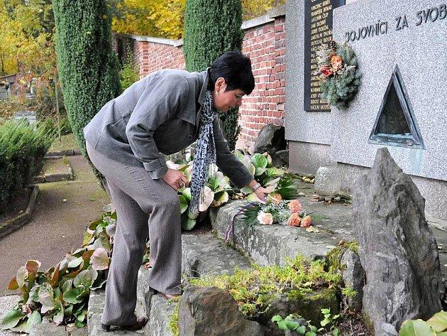 V Hronově se sešli představitelé města, zástupci Sokola a občané, aby uctili památku padlých vojákům.