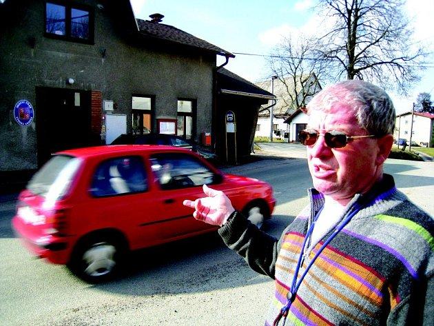 Starosta obce Josef Klučka stejně jako obyvtelé Vysoké Srbské ze zvýšeného průjezdu automobilů  žádnou radost nemá.