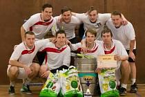 VÍTĚZEM pátého ročníku Vánočního turnaje ve futsale se stal ve Studnici u Náchoda tým FC Red Castle. Ten dokázal zopakovat svůj loňský triumf, když ve finále zdolal FC Red Castle U21 v poměru 3:0.