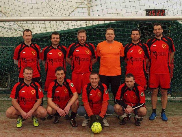 VÍTĚZI sedmého ročníku fotbalového turnaje starých gard 35+ se stali Bratři v triku.