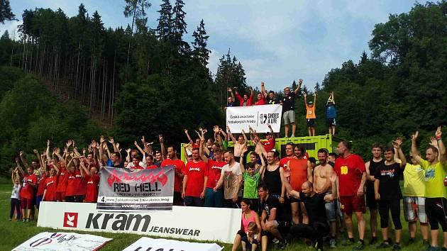 TERÉNNÍHO běhu Redhell 2016 se na Pavlátově louce zúčastnilo 62 jednotlivců, 17 skupin a 11 dětí.