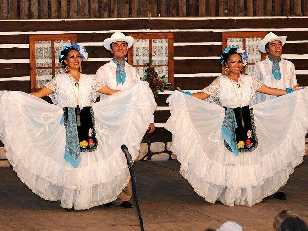 Mezinárodní folklorní festival v Červeném Kostelci.