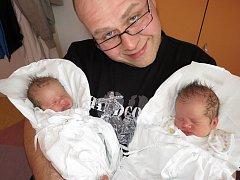 LUCINKA A ANIČKA ŠOLCOVY jsou dvojčátka. Holčičky přišly na svět 20. března 2012. Lucie se narodila v 8:56 hodin s váhou 2750 gramů a délkou 47 centimetrů. Anička se narodila o minutu později s váhou 2610 gramů a délkou 46 centimetrů. S maminkou Helenou a