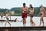 K vodním radovánkám láká i rybník Brodský u Červeného Kostelce.
