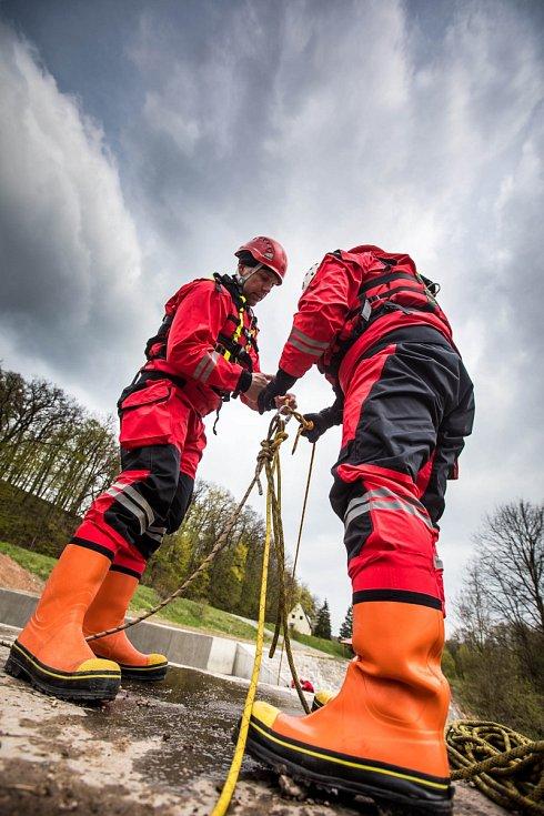 Cvičení hasičů ve Zliči u České Skalice