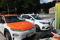 V Polici nad Metují byla otevřena dobíjecí stanice pro elektromobily.
