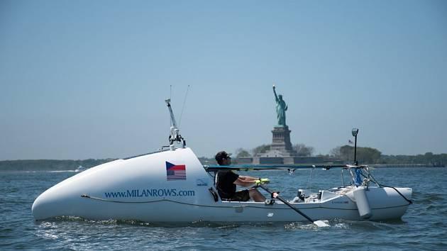 Milan Světlík strávil ve své veslici na oceánu 37 dní. Počasí mu ale nebylo nakloněno a musel ji otočit zpět. Foto: Petr Kazda