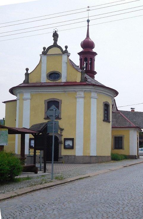 Kostel sv. Jana Nepomuckého ve Studnici.